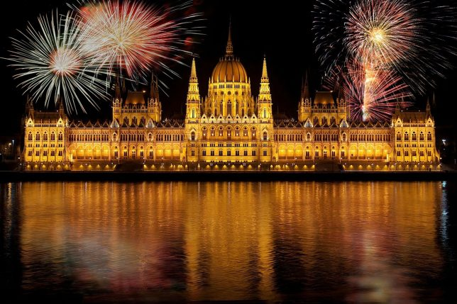 silvester budapest fireworks new year